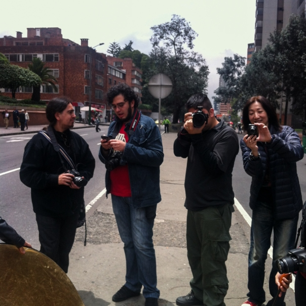 Willy de 7 Fotógrafos, los colaboradores y Harry, manager de Eizo. Willy of 7fotógrafos, the staff and Harry, Eizo's manager.