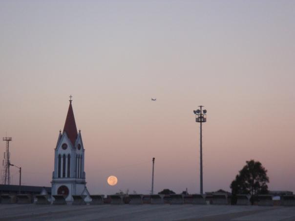 Cerca a la plaza de Paloquemao en una madrugada decembrina